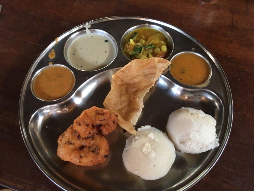 インドのお袋の朝カレーが旨い
